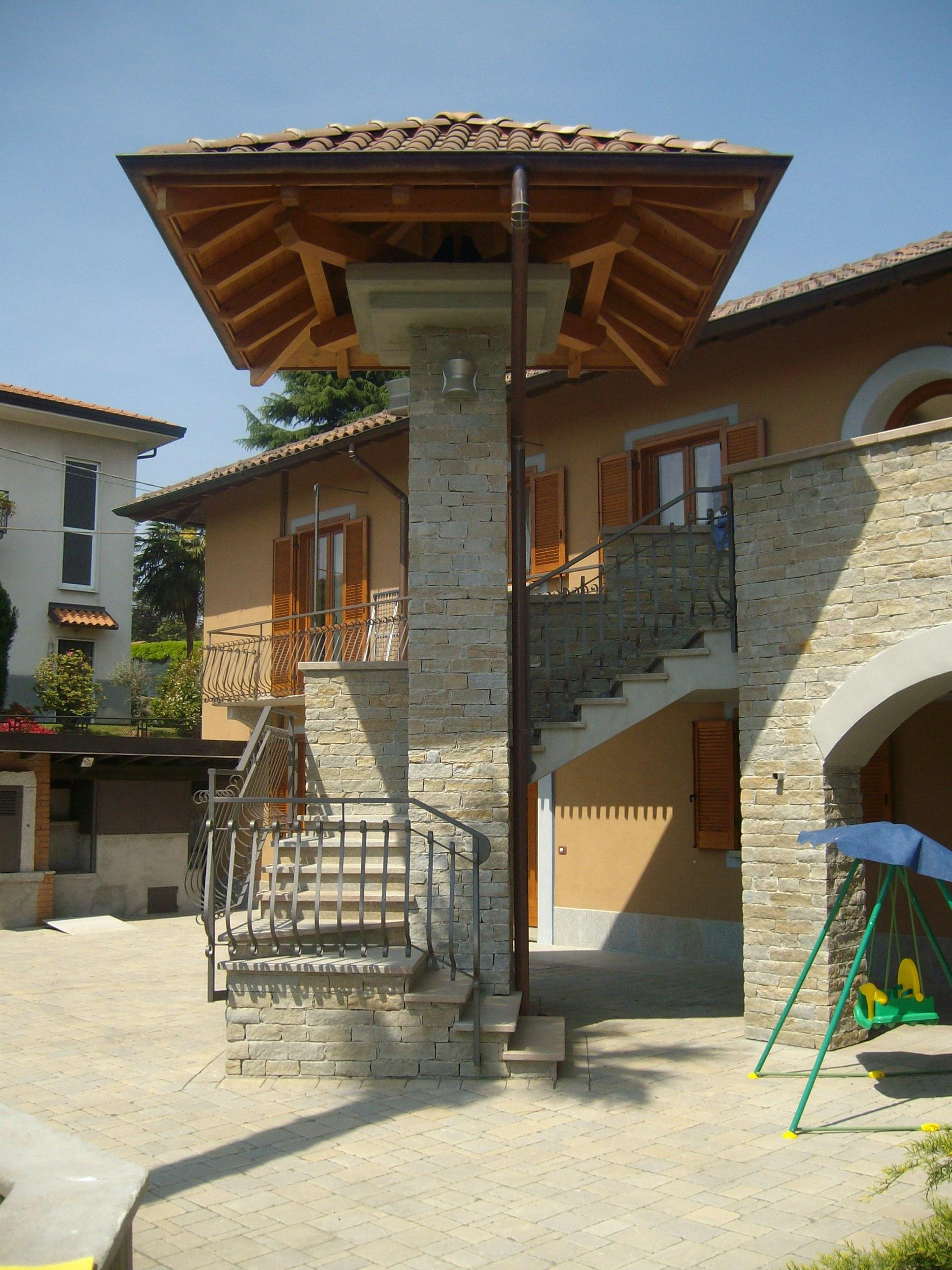 Recupero di due cascine valorizzate dall'uso della pietra